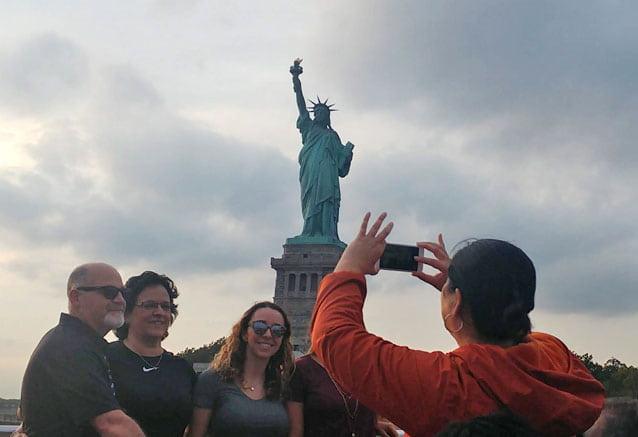 Foto del Viaje Selfie-con-la-Estatua-de-la-LIbertad-en-Nueva-York.jpg