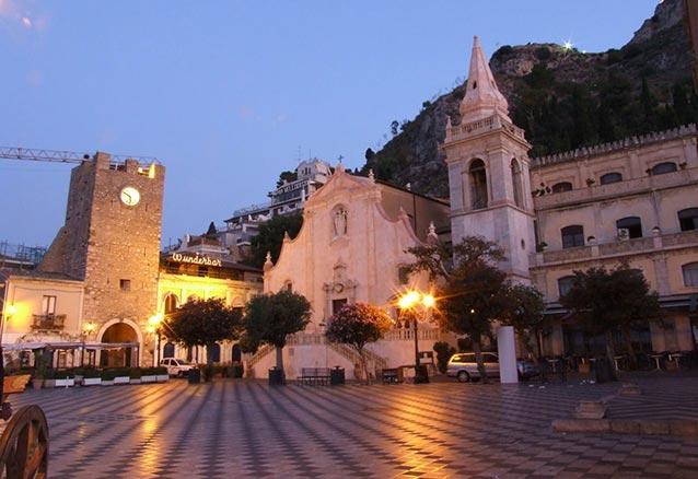 Viaje circuito sicilia catania plaza en sicilia