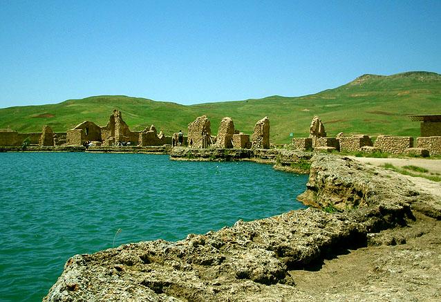 Viaje iran fabuloso 20 dias Tajt e Soleiman