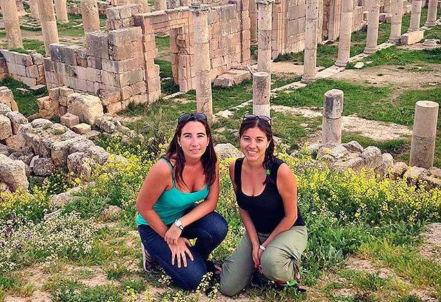 Viaje egipto jordania desierto Carolina y Yolanda descubriendo Jerash en Jordania