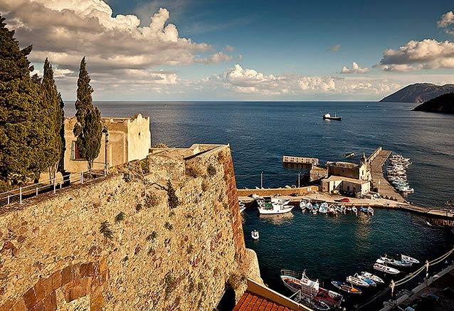 Viaje viaje experiencia islas eolicas Lipari puerto