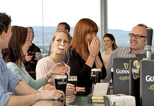 Foto del viaje ofertas sabores irlanda Irlanda Bigote de Guiness en el Gravity Bar de Dublin