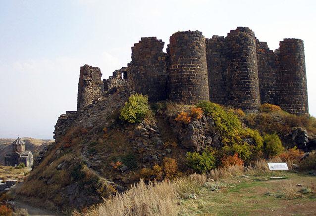 Viaje armenia 7 dias Amberd Fortress