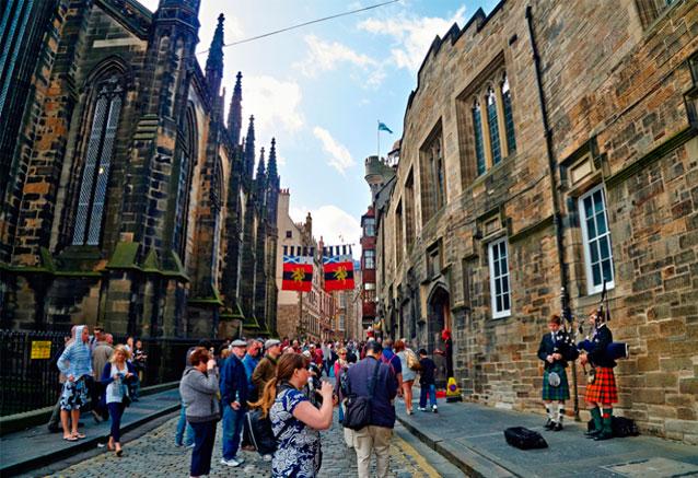 Viaje viajando escocia 8 dias edimburgo gaiteros