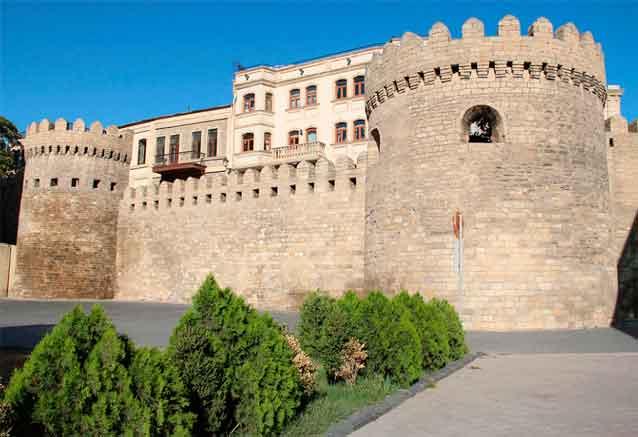 Viaje azerbaiyan georgia cultural castillo azerbayan