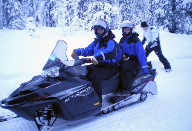 Viaje auroras boreales iglus moto nieve