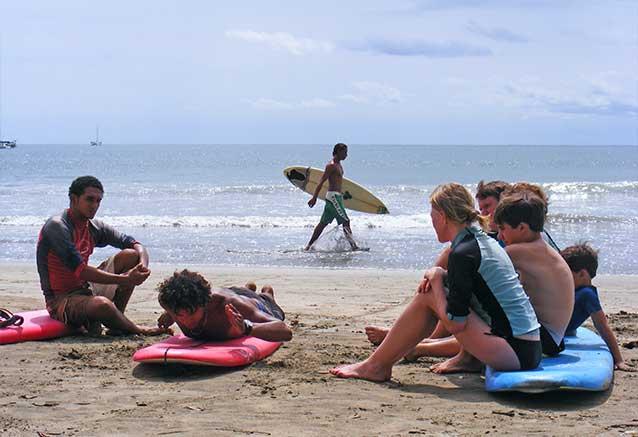 Viaje oferta costa rica libre 4x4 Clases de surf en Jaco con Jacamara