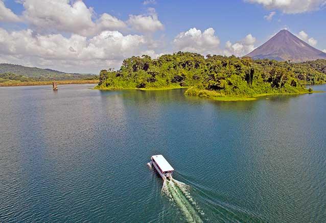 Viaje oferta costa rica libre 4x4 Navegacion por el Lago Arenal con Mistico Park