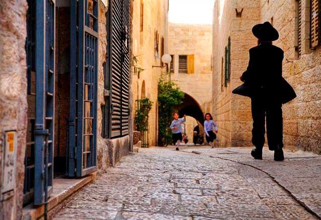 Viaje lo mejor israel jordania 12 dias Paseando por los callejones de la ciudad vieja de Jerusalen   Foto de Noam Chen   Turismo Israel