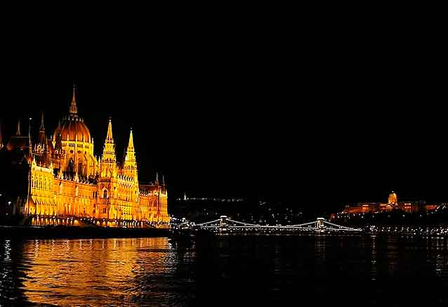 Viaje gran tour hungria 8 dias viaje parlamento budapest bidtrravel