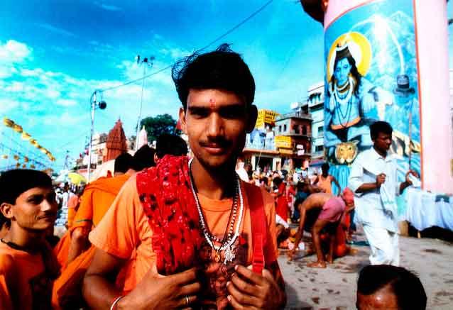 Foto del viaje ofertas delhi jaipur agra benares india hombre en rojo