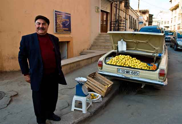 Foto del viaje ofertas viaje azerbaiyan baku vendedor sonrisa