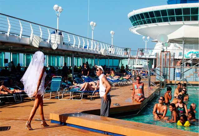 Viaje crucero mediterraneo barco zenit espectaculos