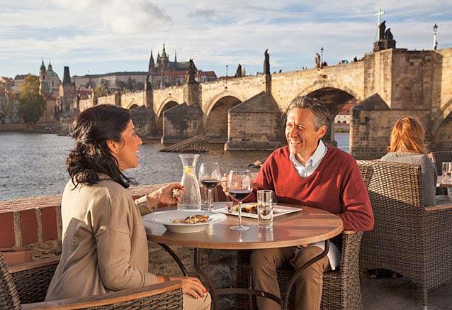 Foto del viaje ofertas praga bohemia lo mas bello chequia Un divertido almuerzo junto al puente de Carlos