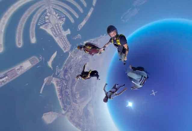 Foto del viaje ofertas dubai maldivas lanzandose en paracaidas dubai